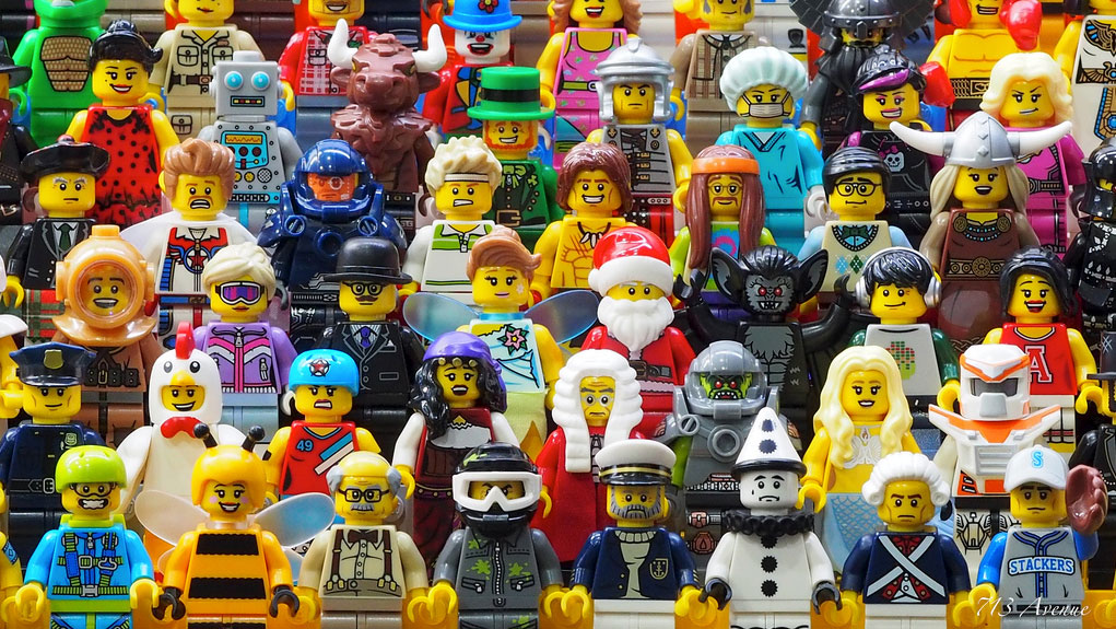 713Avenue_LegoMinifigures_Group01