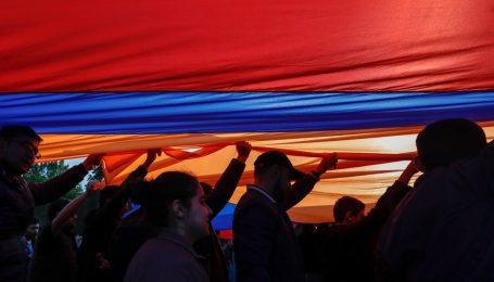 Митинги в Армении: «революция любви»