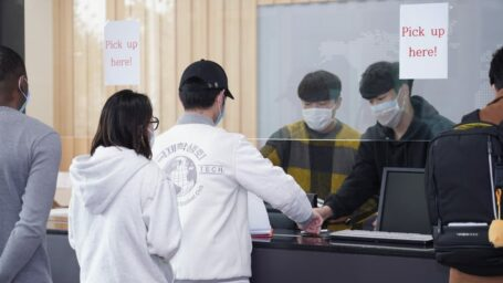 Дома не лучше: как студенты переживают пандемию за рубежом