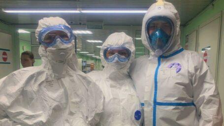 Человек в защитном костюме: рабочий день студента-медика в инфекционной больнице