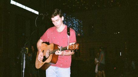 Звуки улиц: истории уличных музыкантов