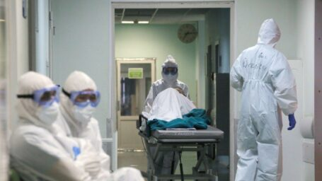 Лечить или учиться: практика студентов-медиков в коронавирусных больницах